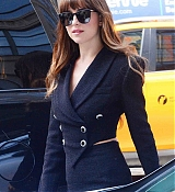 Arrives_to_a_radio_station_in_New_York_-_August_73.jpg