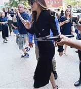 Arrives_to_a_radio_station_in_New_York_-_August_74.jpg