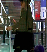 Arriving_at_LAX_Airport_-_December_13-06.jpg