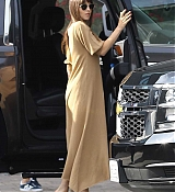 Arriving_at_a_studio_in_Hollywood_-_November_175.jpg