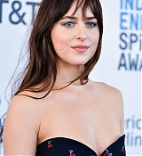 Dakota_Johnson_-_34th_Film_Independent_Spirit_Awards_in_LA_-_February_2317.jpg
