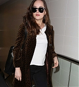 Dakota_Johnson_-_Arriving_at_LAX_on_April_27-24.jpg