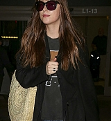 Dakota_Johnson_-_Arriving_in_LA_after_attending_Marrakech_IFF_in_Morocco_12102018-01.jpg