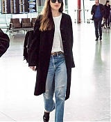 Dakota_Johnson_-_At_Heathrow_Airport_to_Los_Angeles_in_London2C_England_-_October_172C_2018-01.jpg