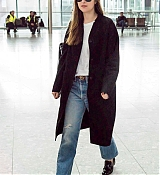 Dakota_Johnson_-_At_Heathrow_Airport_to_Los_Angeles_in_London2C_England_-_October_172C_2018-04.jpg