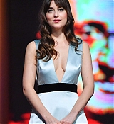 Dakota_Johnson_-_Closing_Ceremony_of_the_17th_Marrakech_International_Film_Festival_Show_on_December_82C_2018-07.jpg