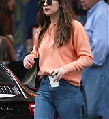 Dakota_Johnson_-_Drinks_coffee_while_out_in_LA_on_November_12-06.jpg