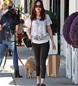 Dakota_Johnson_-_Enjoys_some_solo_shopping_in_Los_Angeles2C_California_on_March_27-01.jpg