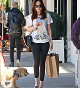 Dakota_Johnson_-_Enjoys_some_solo_shopping_in_Los_Angeles2C_California_on_March_27-04.jpg