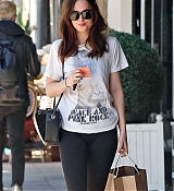 Dakota_Johnson_-_Enjoys_some_solo_shopping_in_Los_Angeles2C_California_on_March_27-05.jpg