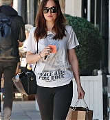 Dakota_Johnson_-_Enjoys_some_solo_shopping_in_Los_Angeles2C_California_on_March_27-07.jpg