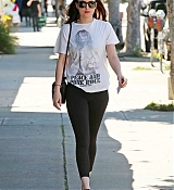 Dakota_Johnson_-_Enjoys_some_solo_shopping_in_Los_Angeles2C_California_on_March_27-10.jpg