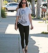 Dakota_Johnson_-_Enjoys_some_solo_shopping_in_Los_Angeles2C_California_on_March_27-12.jpg