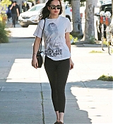 Dakota_Johnson_-_Enjoys_some_solo_shopping_in_Los_Angeles2C_California_on_March_27-13.jpg