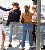 Dakota_Johnson_-_Goes_for_lunch_and_shopping_in_Los_Angeles_on_August_22-08.jpg