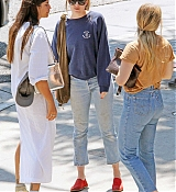 Dakota_Johnson_-_Goes_for_lunch_and_shopping_in_Los_Angeles_on_August_22-11.jpg