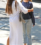 Dakota_Johnson_-_Goes_for_lunch_and_shopping_in_Los_Angeles_on_August_22-12.jpg