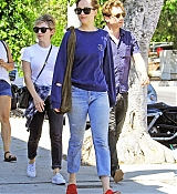 Dakota_Johnson_-_Goes_for_lunch_and_shopping_in_Los_Angeles_on_August_22-19.jpg