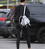 Dakota_Johnson_-_Grocery_shopping_in_Los_Angeles_yesterday_February_1-04.jpg