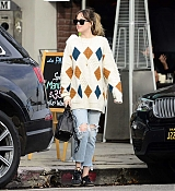 Dakota_Johnson_-_In_LA_on_January_172C_2018-01.jpg