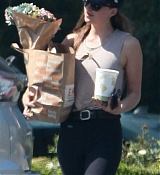 Dakota_Johnson_-_In_Los_Angeles2C_California_-_August_172C_2018-01.jpg