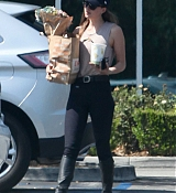 Dakota_Johnson_-_In_Los_Angeles2C_California_-_August_172C_2018-02.jpg