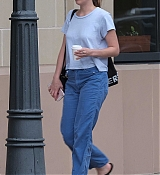 Dakota_Johnson_-_In_Savannah2C_GA_on_July_16-02.jpg