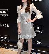 Dakota_Johnson_-_Intimissimi_Grand_Opening_in_New_York_on_October_18-08.jpg