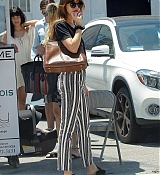 Dakota_Johnson_-_Out_in_San_Fernando_07132019-01.jpg