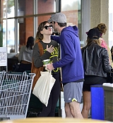 Dakota_Johnson_-_Spotted_out_with_a_pal_grocery_shopping_in_Los_Angeles2C_CA_-_May_1400003.jpg
