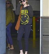 Dakota_Johnson_-_Spotted_out_with_a_pal_grocery_shopping_in_Los_Angeles2C_CA_-_May_1400004.jpg
