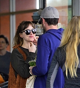 Dakota_Johnson_-_Spotted_out_with_a_pal_grocery_shopping_in_Los_Angeles2C_CA_-_May_1400006.jpg