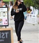 Dakota_Johnson_-_Takes_a_hot_yoga_class_in_Los_Angeles2C_CA_28July_72C_201929-05.jpg
