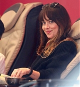 Dakota_Johnson_-_enjoys_some_pampering_before_a_trip_to_Earthbar_in_Los_Angeles2C_05222019-01.jpg