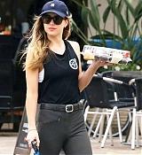 Dakota_Johnson_-_got_out_to_pick_up_some_cupcakes_in_Malibu2C_California_-_June_2300007.jpg