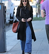 Dakota_Johnson_-_heads_for_a_lunch_meeting_in_Los_Angeles_-_November_192C_2018-03.jpg