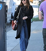 Dakota_Johnson_-_heads_for_a_lunch_meeting_in_Los_Angeles_-_November_192C_2018-05.jpg
