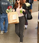 Dakota_Johnson_-_leaving_Erewhon_grocery_store_in_Los_Angeles_on_May_15-12.jpg
