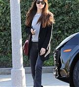 Dakota_Johnson_-_looks_stylish_as_she_leaves_a_skin_clinic2C_Beverly_Hills_01102019-02.jpg