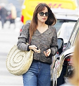 Dakota_Johnson_-_meets_her_friend_at_a_cafe_in_Beverly_Hills_12132018-01.jpg