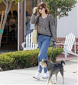 Dakota_Johnson_-_meets_her_friend_at_a_cafe_in_Beverly_Hills_12132018-05.jpg