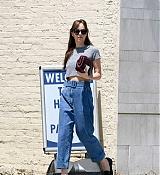 Dakota_Johnson_-_spotted_leaving_Thibiant_in_Beverly_Hills2C_California_-_July_112C_2018-03.jpg