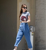 Dakota_Johnson_-_spotted_leaving_Thibiant_in_Beverly_Hills2C_California_-_July_112C_2018-04.jpg