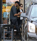 Dakota_Johnson___Chris_Martin_-_Try_to_hide_as_they_pick_up_groceries_together_in_Malibu2C_CA_-_May_2000003.jpg