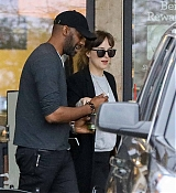 Dakota_Johnson___Chris_Martin_-_Try_to_hide_as_they_pick_up_groceries_together_in_Malibu2C_CA_-_May_2000004.jpg