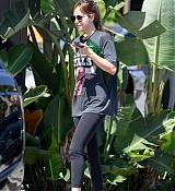 Dakota_Johnson_rocks_a_vintage_Chicago_Bulls_shirt_to_the_gym_in_Los_Angeles__09112018-02.jpg