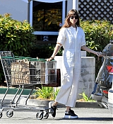 Leaves_a_grocery_store_in_Calabasas_-_September_133.jpg
