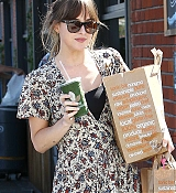 Leaving_a_Venice_Beach_grocery_store_in_Los_Angeles_-_June_1700003.jpg