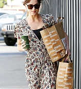 Leaving_a_Venice_Beach_grocery_store_in_Los_Angeles_-_June_1700007.jpg