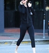 Leaving_a_gym_in_Los_Angeles_-_December_134.jpg